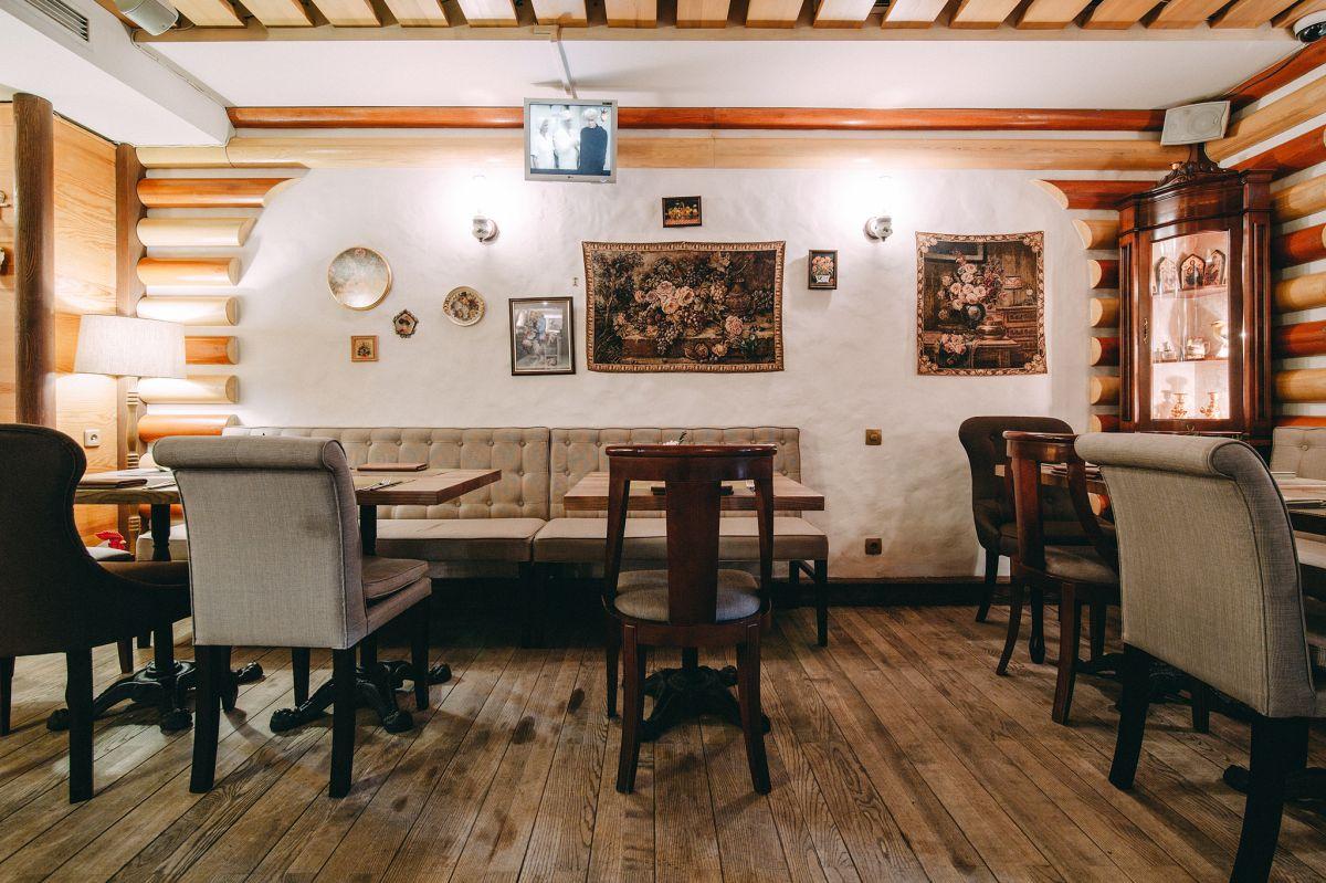 Диваны в украинском ресторане